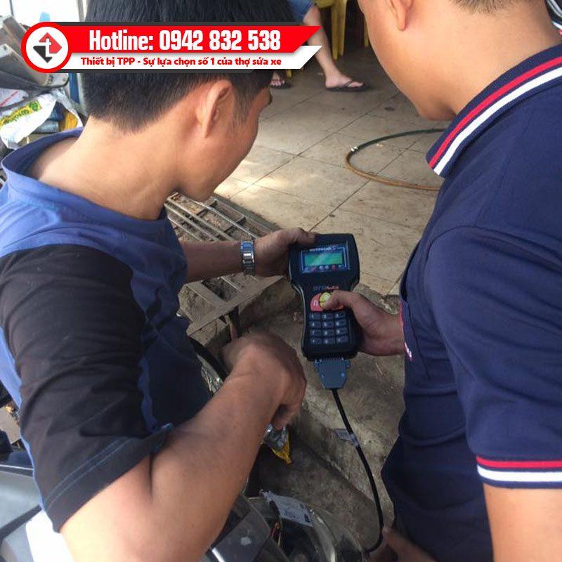 Ban Giao Thiet Bi Xoa Doc Loi Xe Tay Ga Phun Xang Dien Tu Motoscan