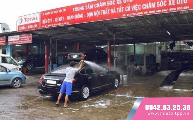 quá trình rửa xe ô tô chuyên nghiệp