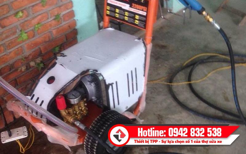 máy rửa xe cao áp giá tốt, máy rửa xe, máy rửa xe cao áp trong tiệm rửa xe