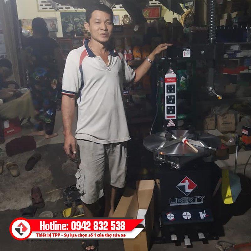 Khach Da Nang Tiem Sua Xe May Cay Vo Khong Ruot Sc 801b