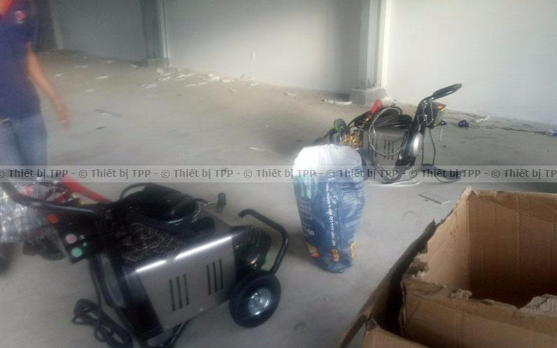 máy rửa xe cao áp mini sử dụng trong gia đình, máy rửa xe cao áp, máy rửa xe cao áp giá rẻ, máy rửa xe cao áp giá tốt