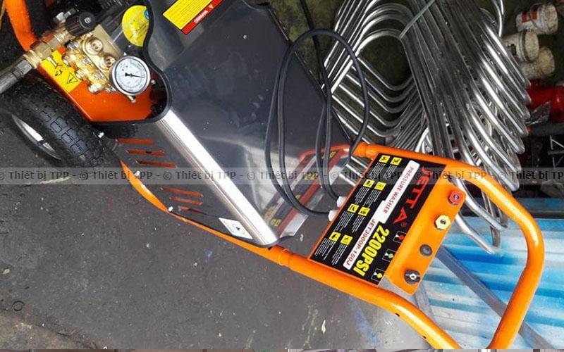 máy rửa xe cao áp 2200psi, máy rửa xe áp lực lớn, máy rửa xe ô tô