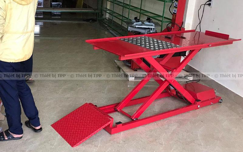 bàn nâng xe máy, bàn nâng xe máy thuỷ lực, bàn nâng xe máy giá rẻ