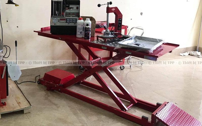 bàn nâng xe máy dương nền, bàn nâng xe máy nổi, bàn nâng sửa chữa xe máy