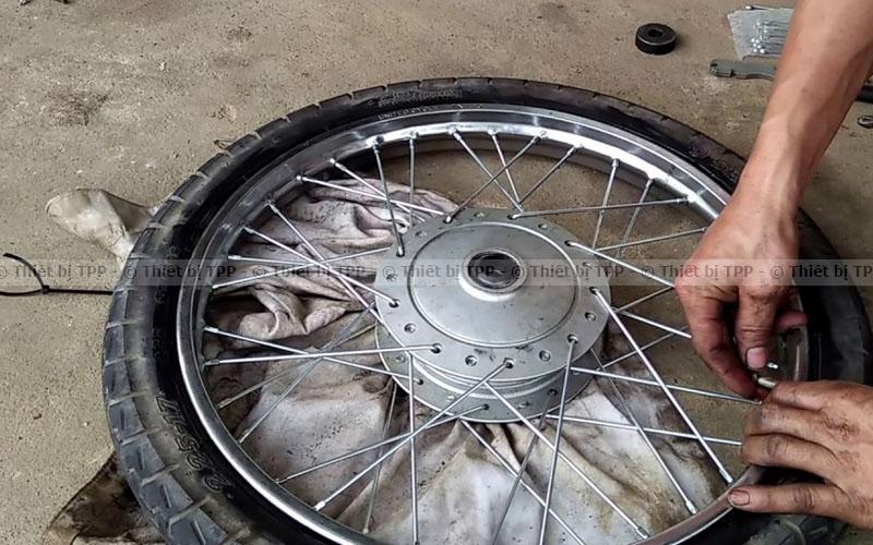 cách tháo vỏ xe máy