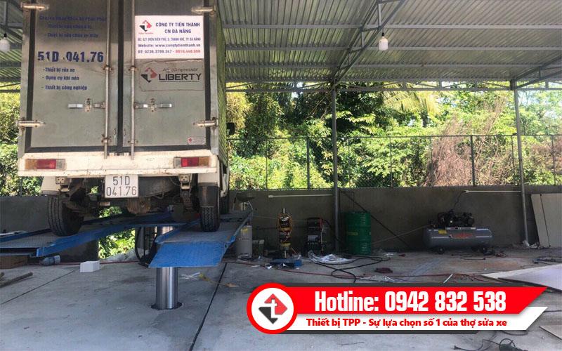 thiết bị rửa xe chuyên dụng, thiết bị rửa xe cho gara, cầu nâng rửa ô tô chuyên dụng, cầu nâng 1 trụ chuyên dụng