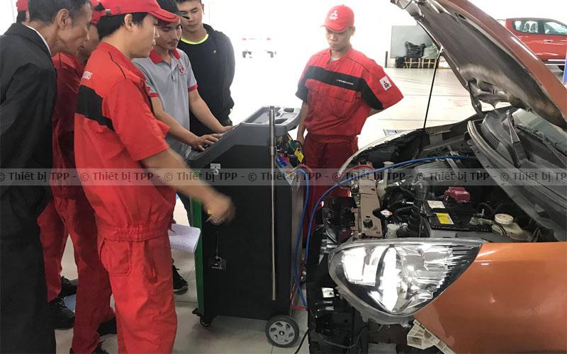 quy trình nạp gas điều hòa ô tô đúng cách